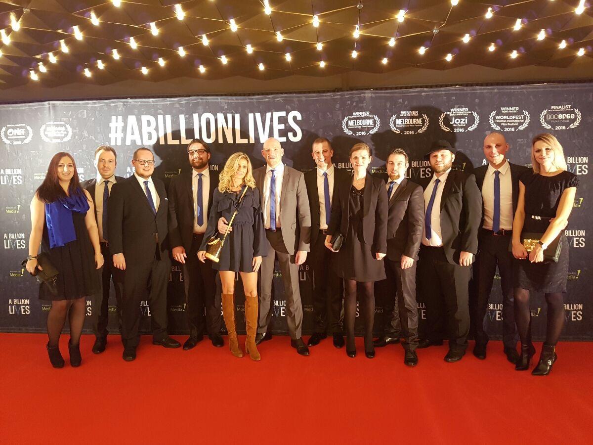 """InnoCigs Geschäftsführer & Team auf der """"A Billion Lives"""" Premiere"""